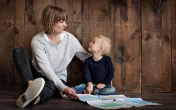Incrocio di sguardi: Leggere e cantare con mamma e papà