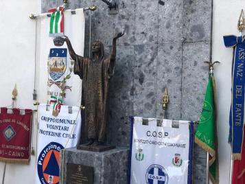 cerimonia benedizione monumento vittime Covid