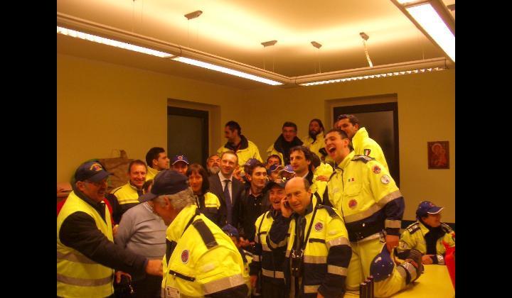 Jury Magliolo in sala operativa insieme ad assessori comunali, protezione civile, tecnici comunali e polizia locale. Grazie a loro l'ottima riuscita della serata.
