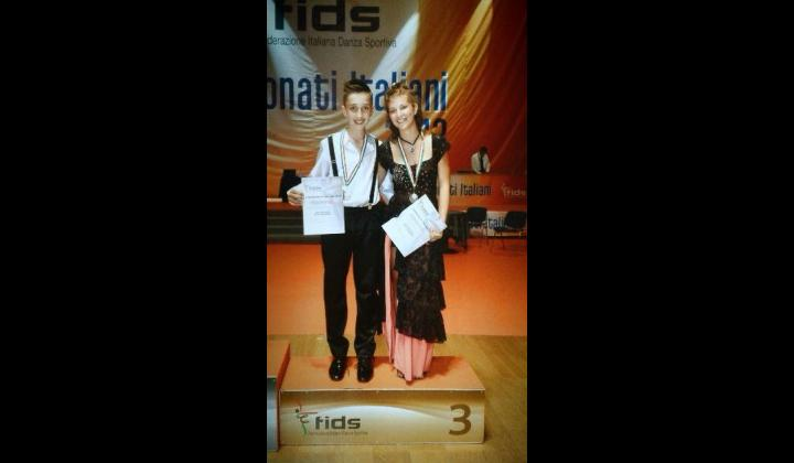 CAMPIONATI ITALIANI FDIS DI DANZE SPORTIVE CARAIBICHE 2013 Terzo posto assoluto per Diego Bragaglio residente a Nave con Elisa Bonardi residente a Camignone